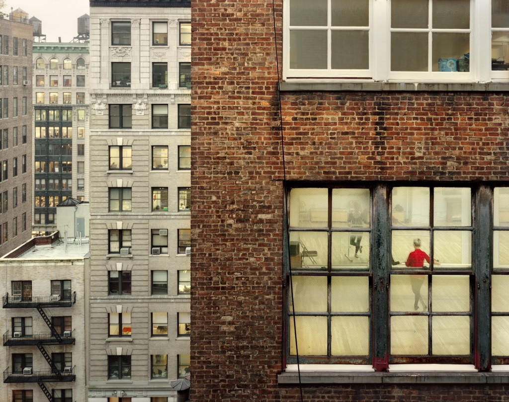 Out My Window, Chelsea, Dance Studio, 2009, © Gail Albert Halaban, Courtesy Galerie Esther Woerdehoff