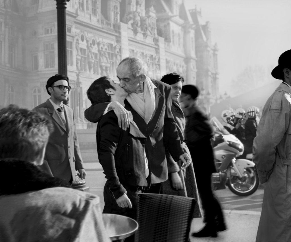 © Catherine Balet Looking for the Masters in Ricardo's Golden Shoes #38 (2014) Hommage à Robert Doisneau, Le Baiser de l'Hôtel de ville, 1950 Tirage pigmentaire, encadré 70 x 82 cm Édition : 1/9